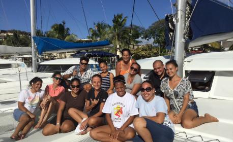 Les 12 stagiaires, prêts à devenir hôtesse ou marin dans le secteur de l'hôtellerie flottante